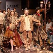 Indian Fashion Designer Arjun Khanna on the ramp with Ranbir Kapoor