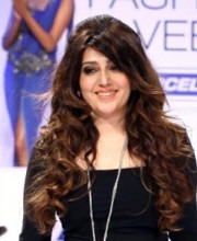 "Archana Kochhar-Archana Walking the Ramp | Kochhar Draws Inspiration From ""Make In India"" Campaign!"